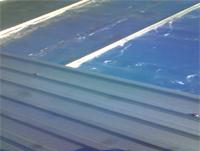 【3】新しい屋根材を重ねて葺きます。