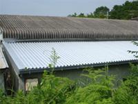 【アフター】 施工後、下屋の屋根はきれいな仕上がりになりました。
