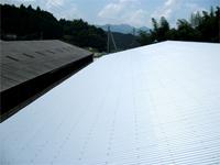 施工後の波板鉄板屋根