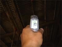 【アフター】 施工後の屋根裏温度を測定。30℃でした。