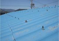 【ビフォー】 施工前はスレートの屋根でした。