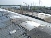 【ビフォー】 施工前の屋根