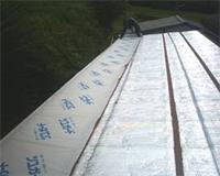 【7】 内部結露の防止に透湿シートを施工します。