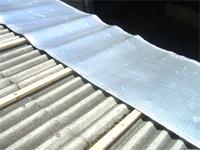 下地をし遮熱材リフレクティックスを張ります。