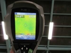 施工済み箇所の屋根裏面温度は24℃でした