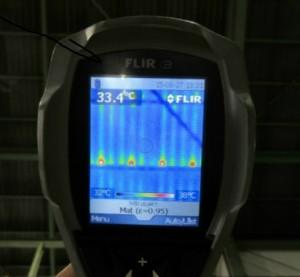 施工済み箇所の屋根裏面温度は33.4℃でした