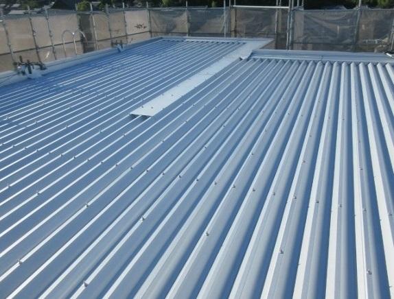 施工実績024 折板屋根の重ね葺き工事|三重県四日市市