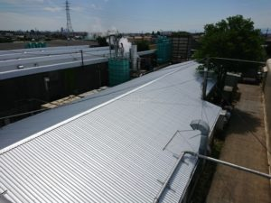 切妻屋根もガルバリウム鋼板屋根で重ね葺きしました