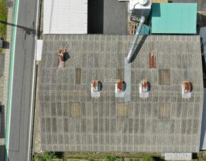 ドローンを使用し上空から施工前の屋根を撮影