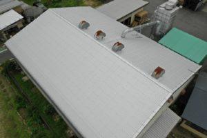ドローンを使用し上空から施工後の屋根を撮影