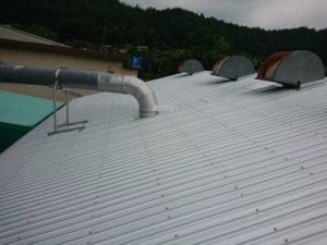 施工後ガルバリウム鋼板屋根の写真です