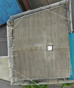 切妻屋根の既存はスレート屋根です