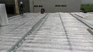 遮熱材リフレクティックスの施工の様子です